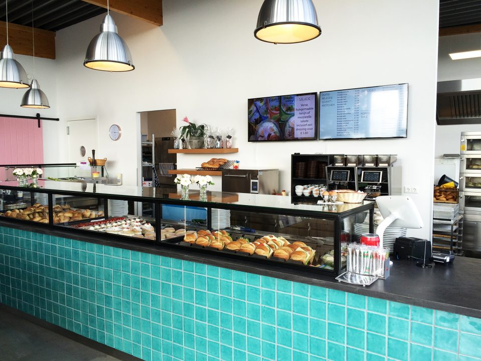 Drive-through bakery BROODS: the power of simplicity